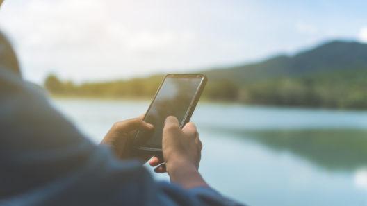 Mobiltelefon vid vatten