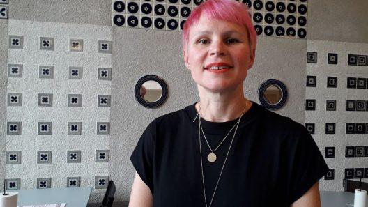 Porträttbild av Louise Marchione, bibliotekarie på Eskilstuna stadsbibliotek.