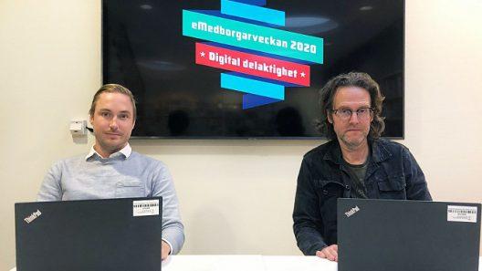 Kristoffer Hilmersson och Bengt-Gunna Österberg sitter framför en skärm där logotypen för eMedborgarveckan visas.r